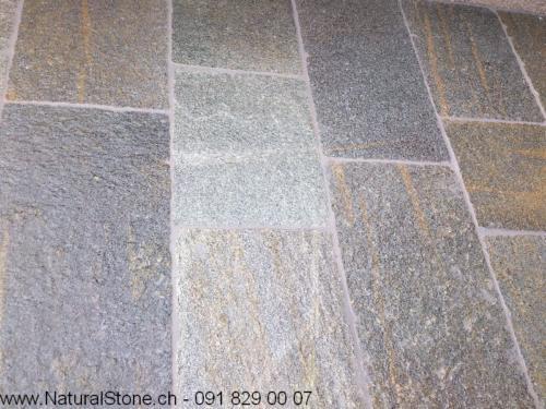 Luserna Quarzit Bahnen 50 cm in freien Längen, Belag nass