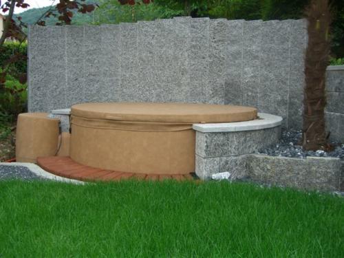 Stehlen tessiner hell palisaden als Sichtschutz hinter Pool (ori)